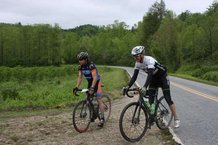 JOM and Locke roll into aid station #4. Photo by Lisa Anderson.