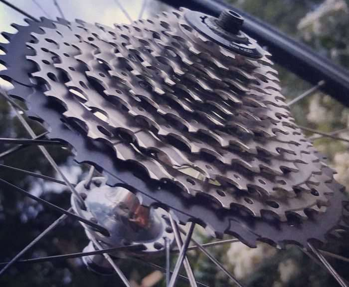 JOM's older Dura-Ace 7700 hub with an 11-speed XT 11-40 cassette.